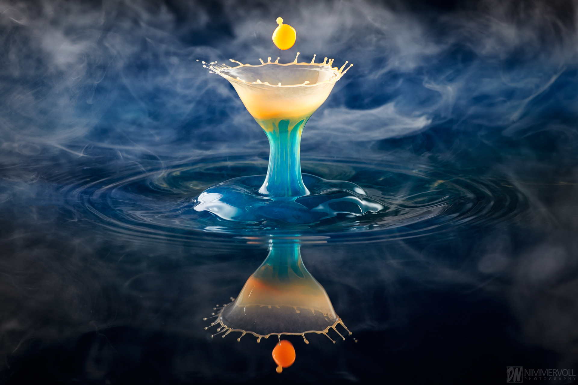 Highspeed Fotografie - Liquid Art Wassertropfen - Nimmervoll background image